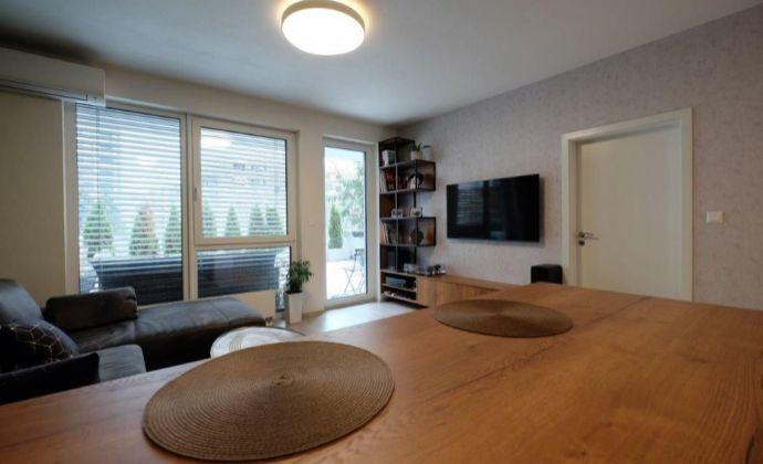 2 izb. byt s veľkou terasou v novostavbe s možnosťou parkovania na Hraničnej ulici-Bratislava II. Ružinov