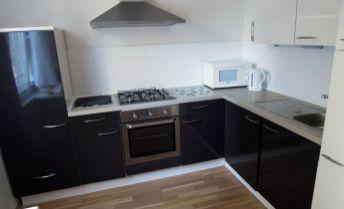 Predaj 3-izbového bytu v centre pri mestskom parku (Schurmannova ,Nitra)
