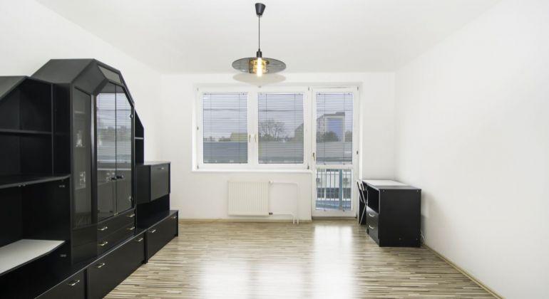 Prenájom - 2 izbový byt na Bebravskej ulici