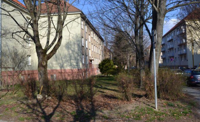 PREDAJ 2 izbový byt v tichej lokalite na Starom sídlisku v Prievidzi