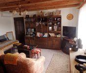 Ponúkame ihneď na predaj 2.podlažný RD v obci Dobrohošť, UP 105m2, pozemok 990m2.