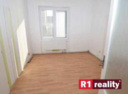 Prenájom - kancelársky/ komerčný priestor, 40m2 v centre Piešťan