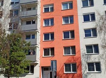 !!! Znížená cena !!!  1 izbový byt (prerobený na 2 izbový) Sereď Novomestská ul.