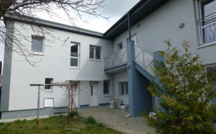 Kancelársko-obchodné priestory v novostavbe vhodné aj pre sídlo firmy v Ružinove.