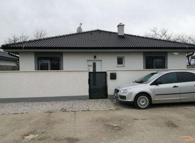 Teritoriálny 4-izbový rodinný dom s oplotením a orientáciou juho-východ