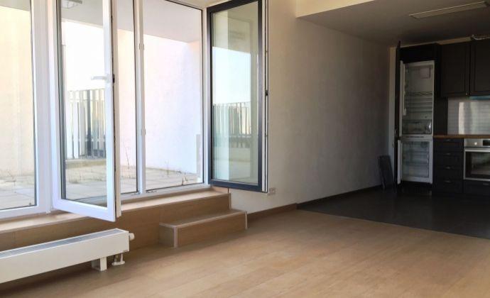 Slnečný byt s veľkou terasou, garážové státie