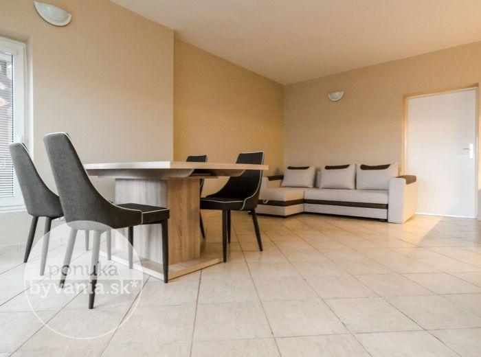PRENAJATÉ - ŽELIARSKA, 2-i byt, 52 m2 - PARKOVANIE A ENERGIE v cene, MHD do centra mesta, SAMOSTATNÝ VCHOD