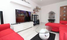 Poctivo zrekonštruovaný 4 izbový byt na predaj, Komárno