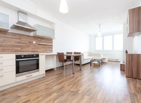 Na prenájom , 59 m2, 2 izbový byt s balkónom v Jégého Aleji