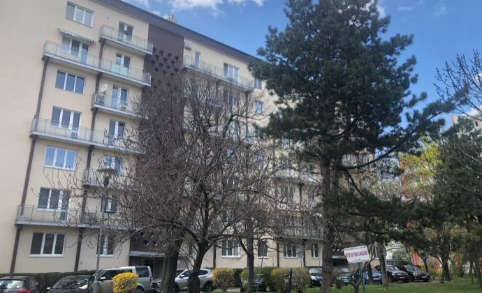 Ponúkame Vám na predaj 3 izbový byt Bratislava-Nové Mesto,  Kukučínova.