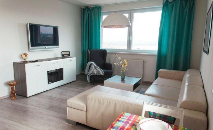 2-izbový byt s balkónom, a krásnym výhľadom na Bratislavu– lokalita Rača, Závadská ulica