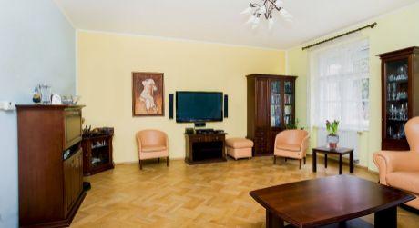 Predaj 3 izb. bytu s príjemnou atmosférou a s parkovacím miestom na Klemensovej ul. v Starom meste!