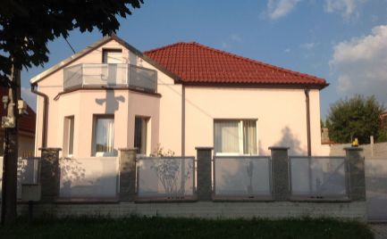 Prenájom 4 izbového rodinného domu Lamač, ulica Segnáre
