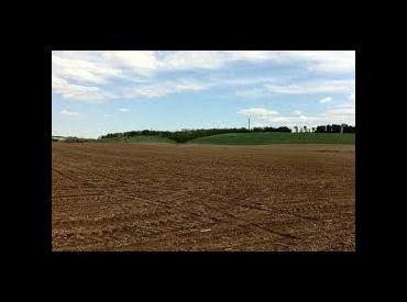 Dolné Držkovce - pozemok 1420 m2 / elektrická prípojka voda -na pozemku
