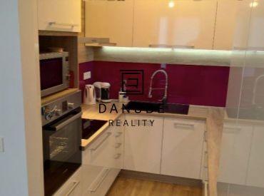 Predaj  3-izbový byt v Dúbravke - Bratislava IV na Nejedlého ulici.