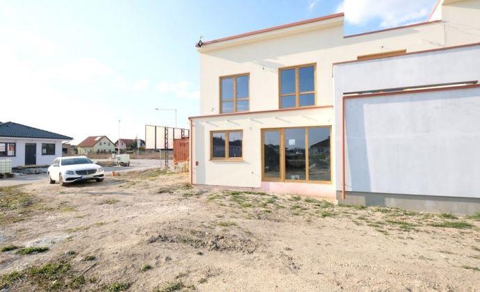 UVÁDZACIE CENY RD: Nadštandardné bývanie 5 izieb, garáž, terasy, balkón, záhrada TOP kvalita