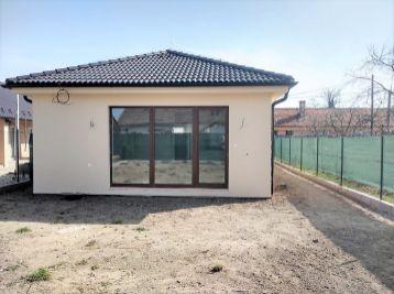 ***NOVOSTAVBA: Dokončený 3 izb. dom v ŠTANDARDE, vrátane kuchynskej linky a štandardu v obci Borský Mikuláš!!!