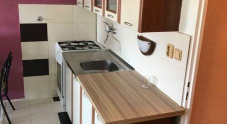 Prenájom - Kompletne prerobený 1 izbový byt na Gazdovskej ul. v Komárne