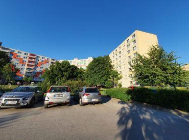 PREDAJ - Byt na HOSPODÁRSKEJ s výhľadom na centrum / Trnava