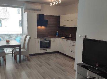 Novostavba 2- izbový klimatizovaný byt s balkónom a garážovým státím Nitra