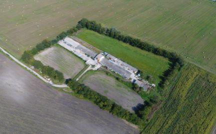 Farma na predaj s hospodárskymi budovami
