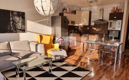 Predaj nadštandardný 2,5 izbový byt s loggiou+garážové státie ul.Kresánkova  Dlhé Diely