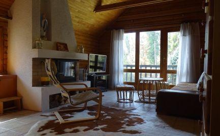 Ponúkame na Predaj EXKLUZÍVNU celoročne obývateľnú chatu s pozemkom na okraji Rače, tesne pod Malými Karpatami s neopísateľnou atmosférou bzurčiaceho potoka pretekajúceho priamo cez pozemok, jazierkom