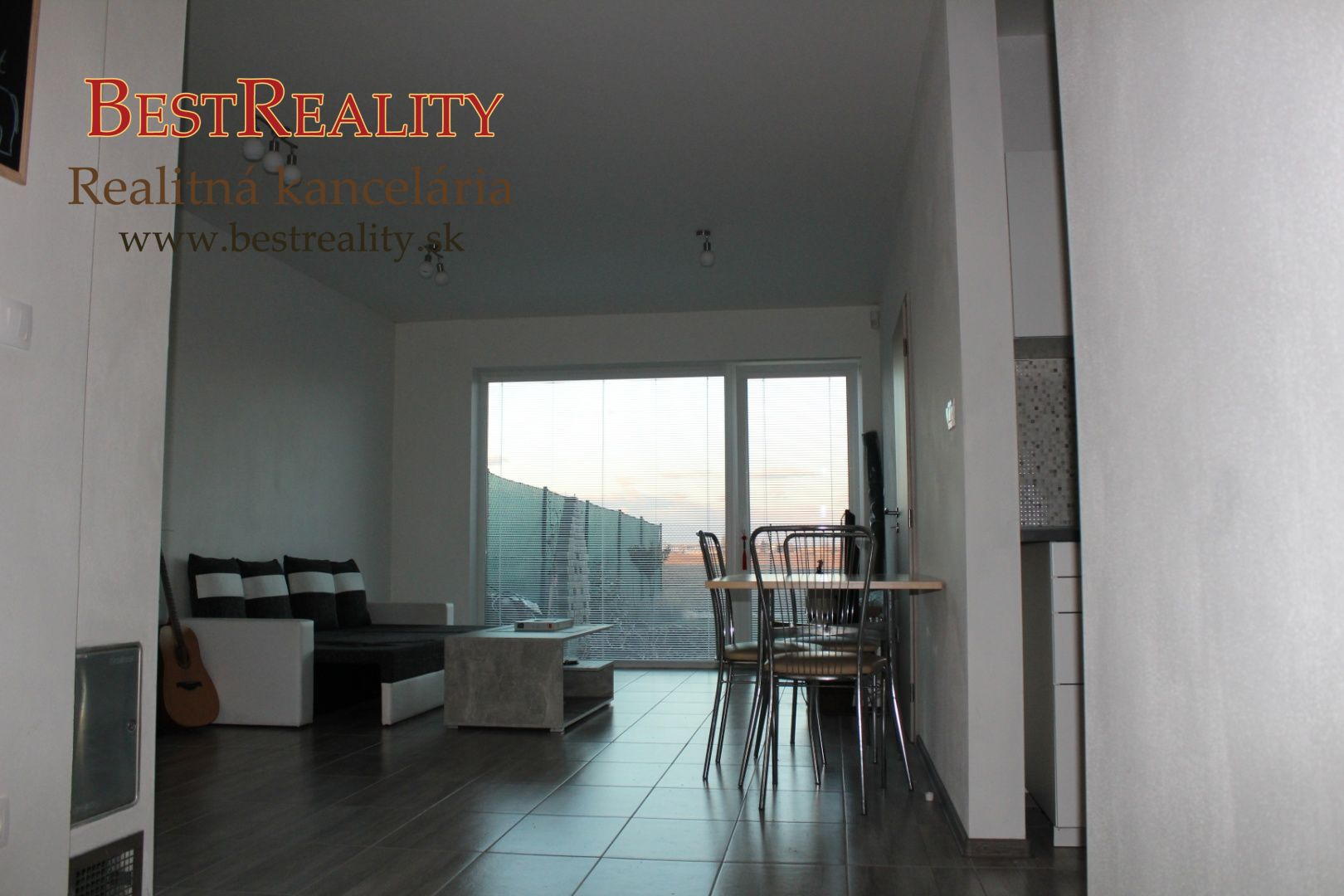 Rodinný dom-Prenájom-Rovinka-800.00 €