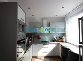 PREDANÉ!!  Nadštandartný 3-izbový byt s výhľadom na Tatry, Poprad