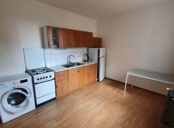 Prenájom 1-izb. bytu v absolútnom centre mesta a veľkým balkónom