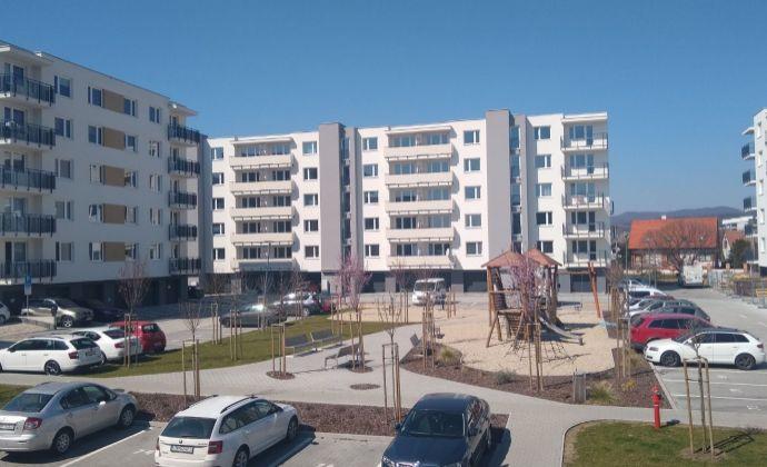 Na prenájom 2 izb kompletne zariadený byt v novostavbe v Trenčíne .