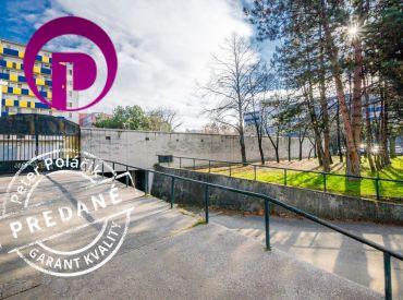 PREDANÉ - Garáž, 18m2 – BA II – Ružinov - Papraďová ul., SAMOSTATNÁ GARÁŽ v spoločnom garážovom komplexe s elektrinou.