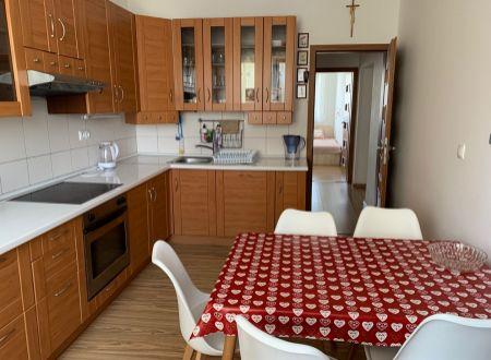 4 izbový  byt s balkónom Topoľčany  / 2x wc , 2x kúpeľňa / PRENAJOM