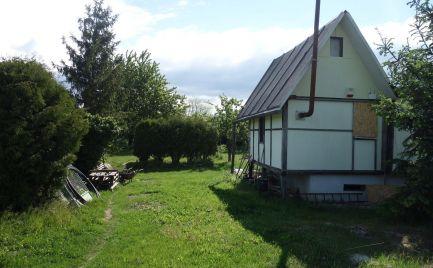 Chatka s pekným 1053 m2 pozemkom v Trenčíne časť Tr. Biskupice