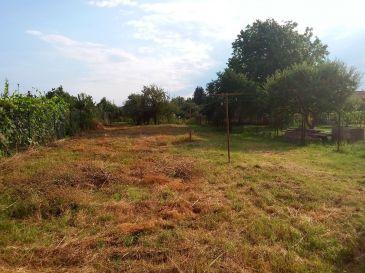 PREDAJ - Veľký pozemok so starším domom 1029 m2 / Boleráz