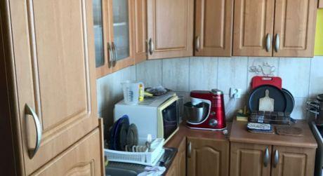 PREDAJ - prerobený tehlový 2 izbový byt s balkónom na Mederčskej ul. v Komárne
