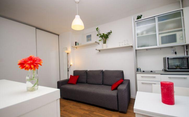 SIBÍRSKA, 1-i byt, 21 m2 – TEHLA, kompletná REKONŠTRUKCIA, zariadený, voľný, PROVÍZIU NEPLATÍTE