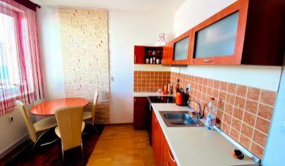 Exkluzívne APEX reality 1i. byt po rekonštrukcii na Železničnej ul., 39 m2, zariadený, pivnica, parkovanie
