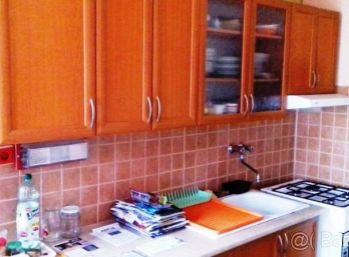 2-i byt, 65 m2 – priestranný byt s LOGGIou, v zateplenom dome, pekný VÝHĽAD