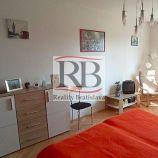 Priestranný 2-izbový byt na ulici Čmeliková v Ružinove