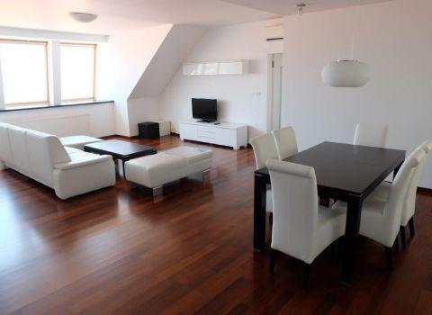 4-izb. byt s balkónom a parkovaním v centre / 3 bedroom apartment with balcony and 2 parking spaces in the center – Zamocka st.