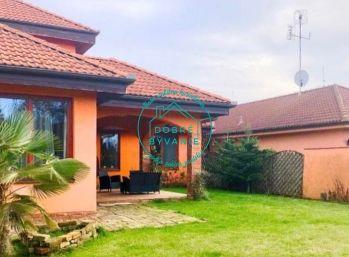 Ponúkame na Predaj Nadštandardný rodinný dom s priestranným pozemkom