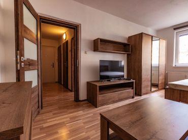 1 izbový kompletne zrekonštruovaný byt na sídlisku Západ, TOP LOKALITA !!!