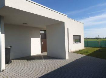 REZERVOVANÝ - Predaj 3 izb. nízkoenergetický bungalov na 5,69á pozemku, Dolný Bar