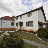 Rodinný dom, Hurbanovo, 300 m², Novostavba