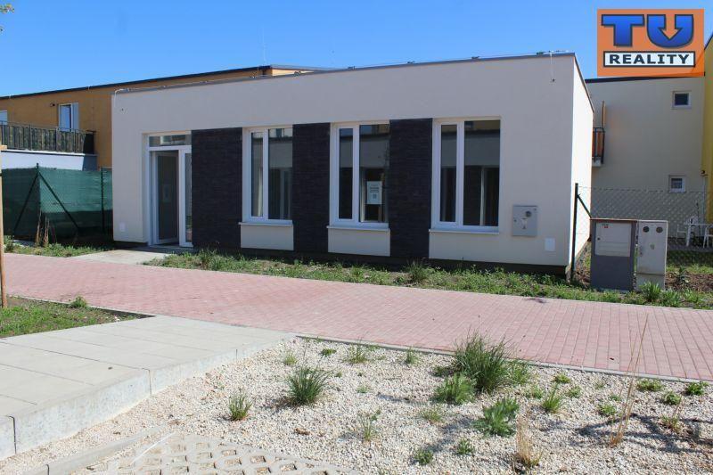 Priestor pre obchod a služby, výmera 25 m2, parkovacie státie, Biely Kostol, okr. Trnava. CENA: 38 500,00 EUR