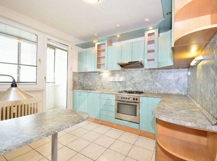 PREDANÉ - HÁLOVA, 3-i byt, takmer 70 m2 - rekonštruovaný byt na 10.p./12 s krásnym výhľadom, so zasklenou loggiou, VO VÝHĽADÁVANEJ A KĽUDNEJ ČASTI PETRŽALKY