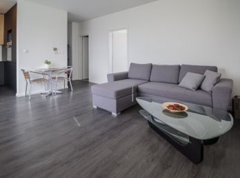 REZERVOVANÝ - Predaj Novostavba 2 izb. bytu s vlastným kúrením + 2x terasa 11 a 17m2 + garážové státie, Rovinka