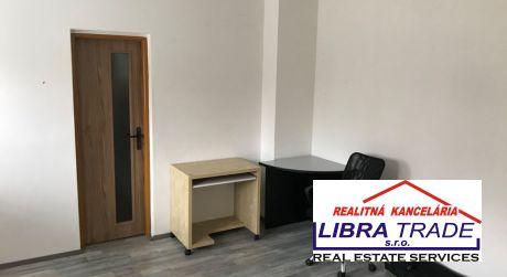 Prenájom - kancelársky  priestor 46 m2 + sklad pri Leteckom poli v Komárne