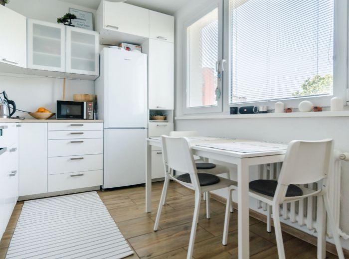 SLATINSKÁ, 4-i byt, 78 m2 - KOMPLETNÁ REKONŠTRUKCIA, pripravený na bývanie, POKOJ A ZELEŇ